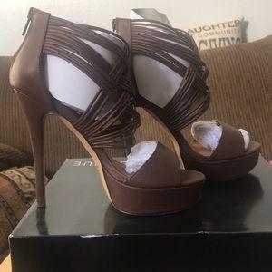 Shoes - Brown pumps